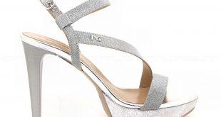 abbigliamento sandali
